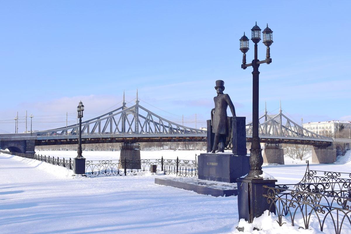 • Памятники Пушкину