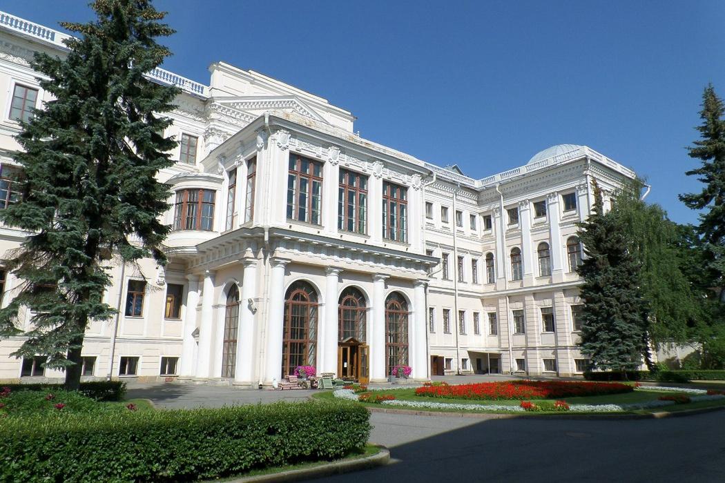 Аничков дворец и площадь Островского