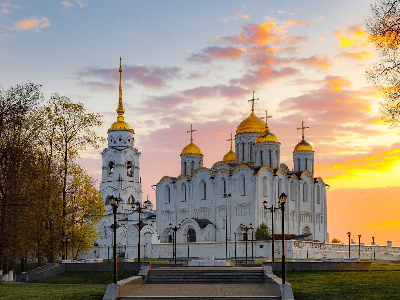 Дмитриевский храм и Успенский собор: каменная поэма