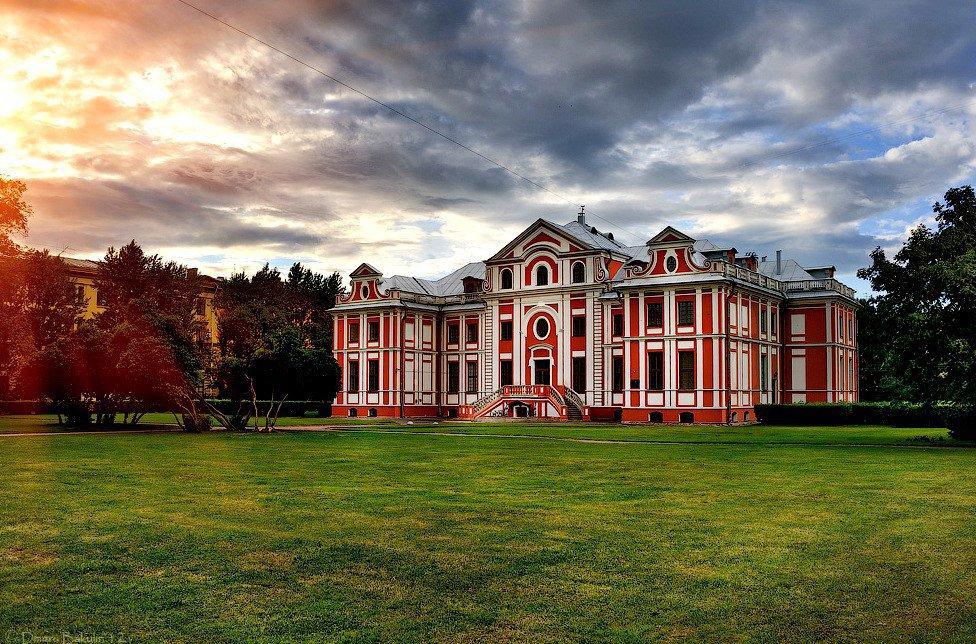 Кикины палаты, памятник Дзержинскому и Смольный собор