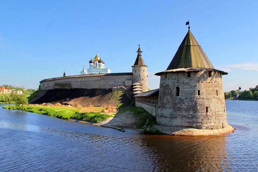 Первый день: выезд, трассовая экскурсия, Псковский кремль